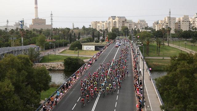 מרוץ אופניים ג'ירו ד'איטליה (צילום: AP)