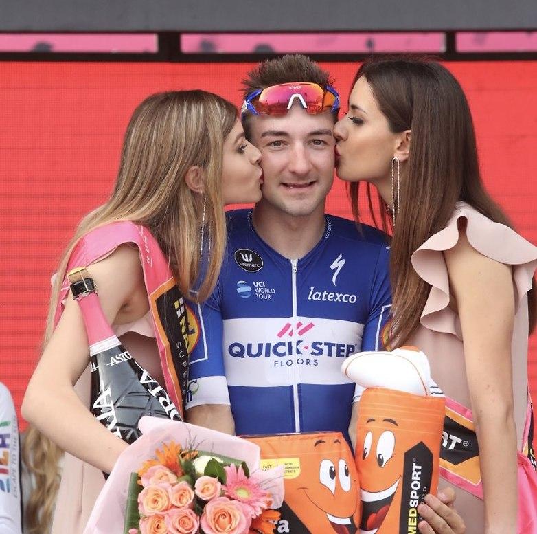 וזוכה לנשיקות מנערות הג'ירו (צילום: אורן אהרוני)