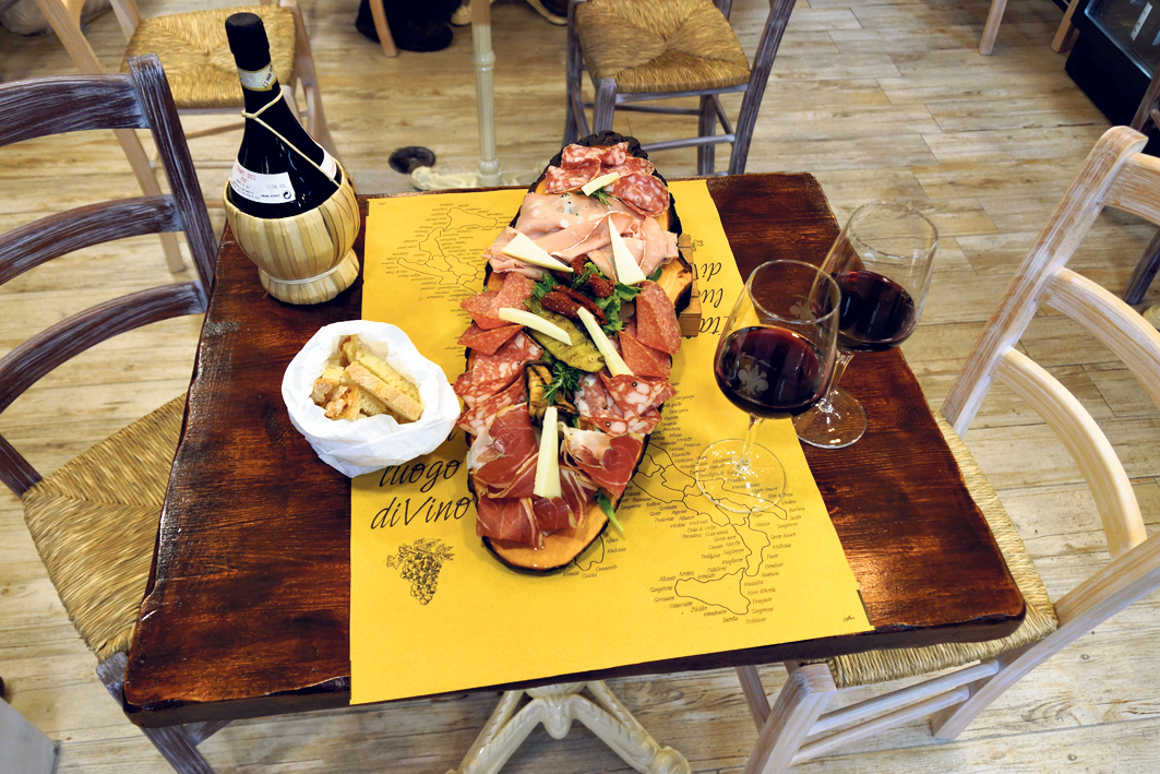 אוכל ויין. מגוון אינסופי של מסעדות