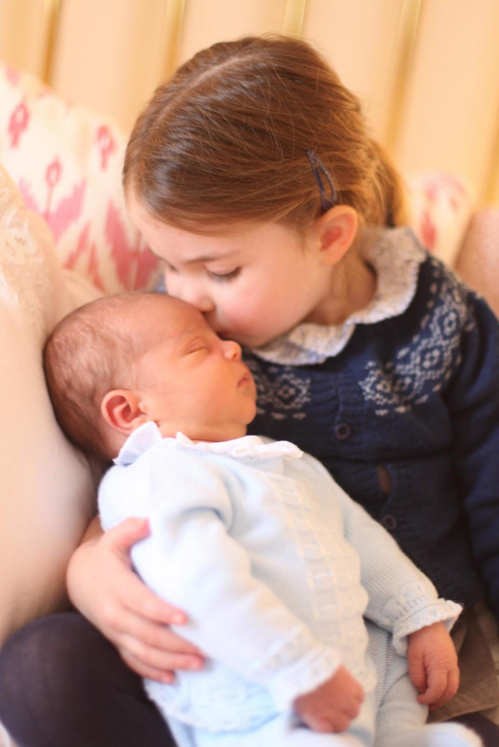 הנסיכה שרלוט עם הנסיך לואי (צילום: AFP)