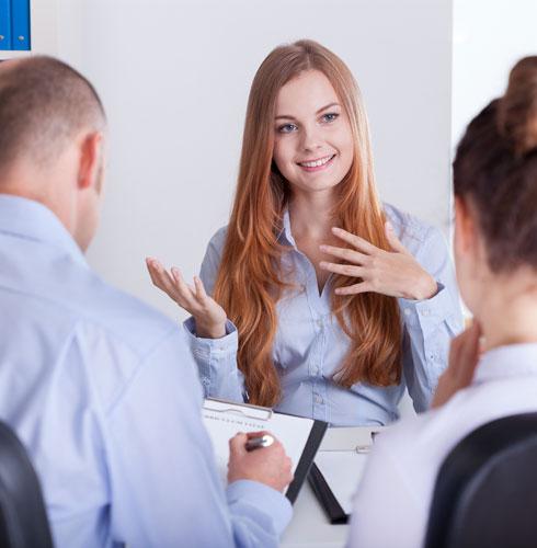 """כדי לשפר את יכולת האלתור, מומלץ לבנות מראש שניים־שלושה קטעי """"ספרי לי על עצמך"""" לפי המשרה שמעניינת אותך (צילום: Shutterstock)"""