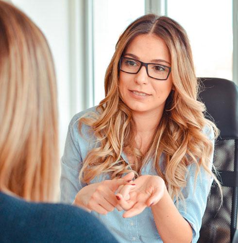 שדרי אמינות והתמקדי בתכונה מקצועית שרלוונטית לתפקיד, בהלימה למי שאת. למשל: ביקורתית, דעתנית ומאוד הישגית  (צילום: Shutterstock)