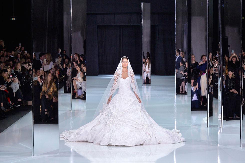 שמלת כלה של ראלף & רוסו. האם היא תהיה דומה לשמלת הכלה שתלבש מייגן מרקל? (צילום: GettyimagesIL)