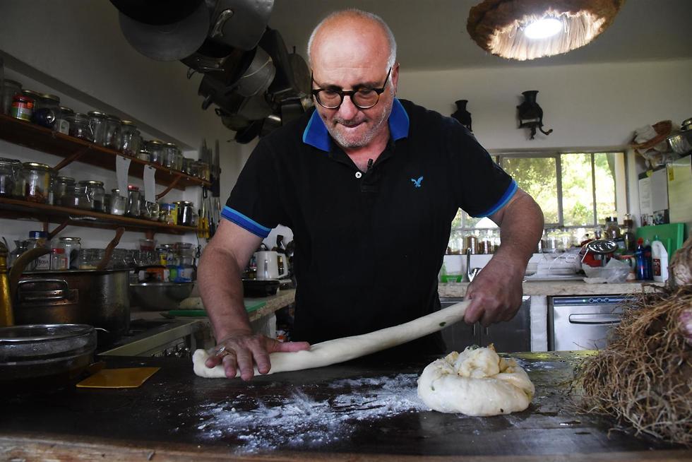 לחם שום ירוק ארז קומרובסקי (צילום: אביהו שפירא)