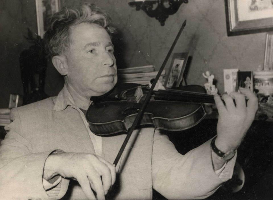 Шулим Пиковский и его скрипка Фото из семейного альбома Жанны Пиковской