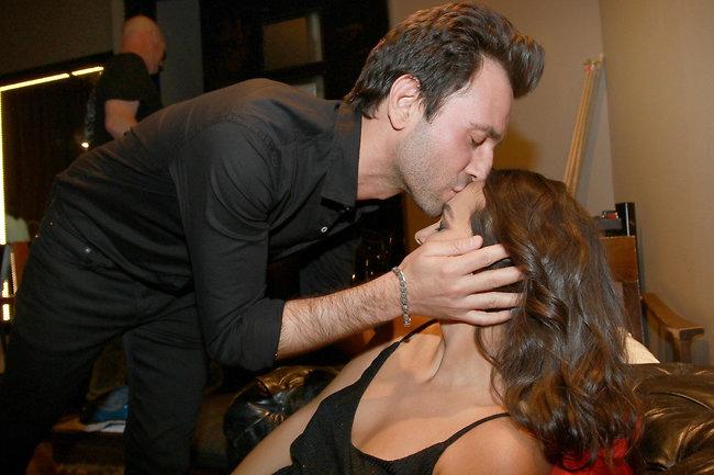 נשיקה במצח, באמת? אחווה ודודי (צילום: ענת מוסברג)