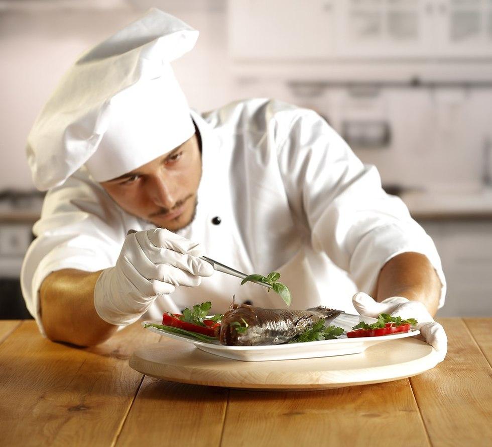 שף במסעדה (צילום: shutterstock)