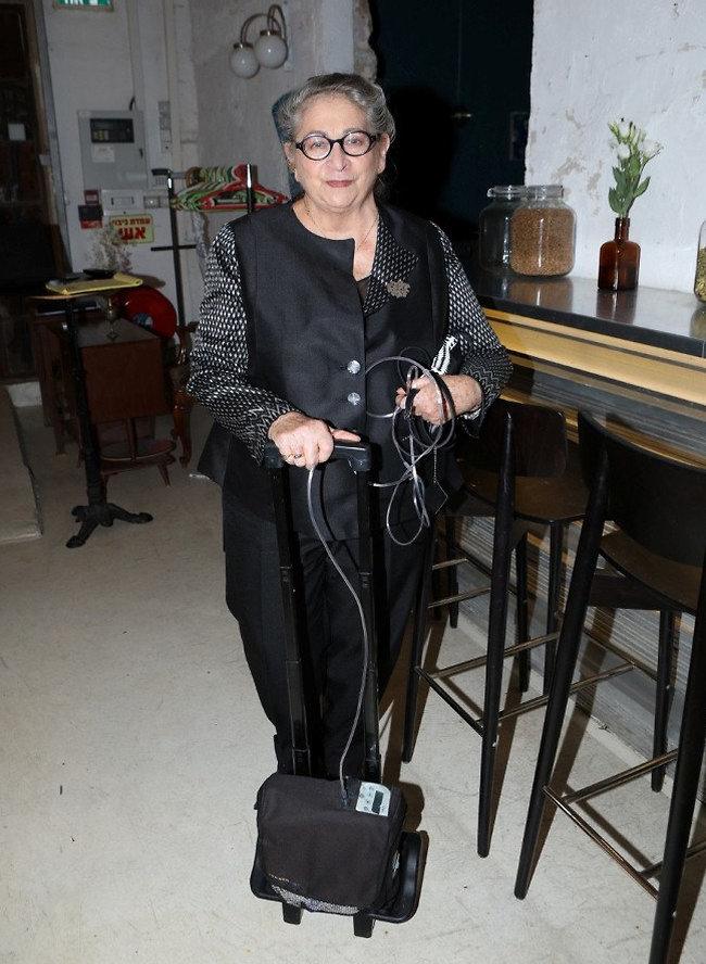 """אפשר להיות חברים שלך? נחמה ריבלין אמש באירוע של """"משכית"""" (צילום: עופר חן)"""