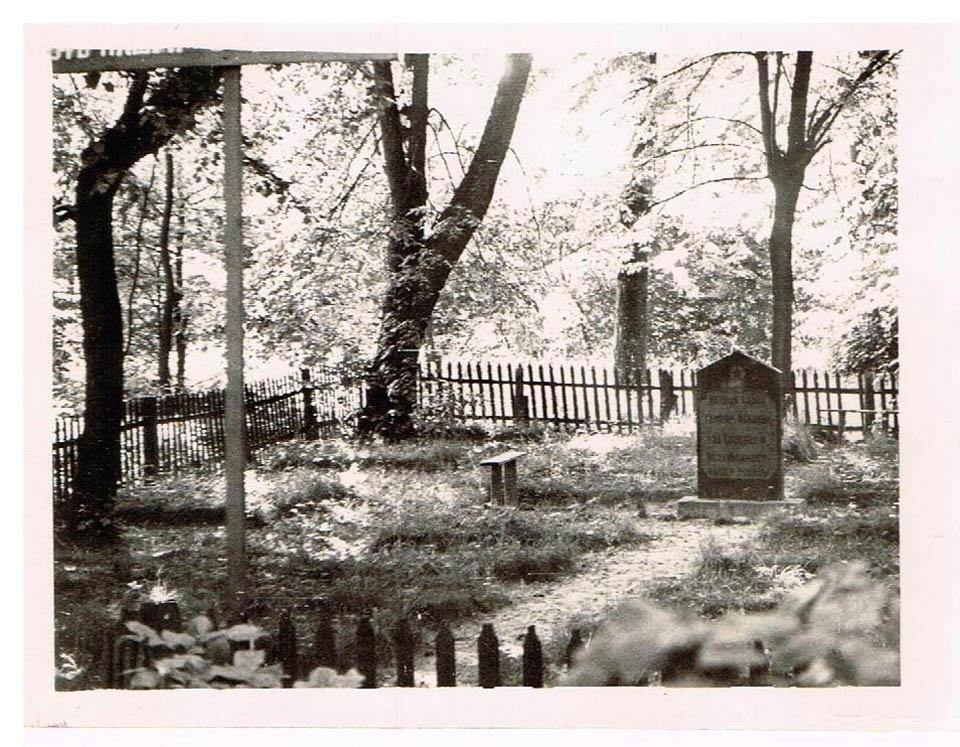 На снимке: воинское кладбище под Калининградом Фото из семейного архива