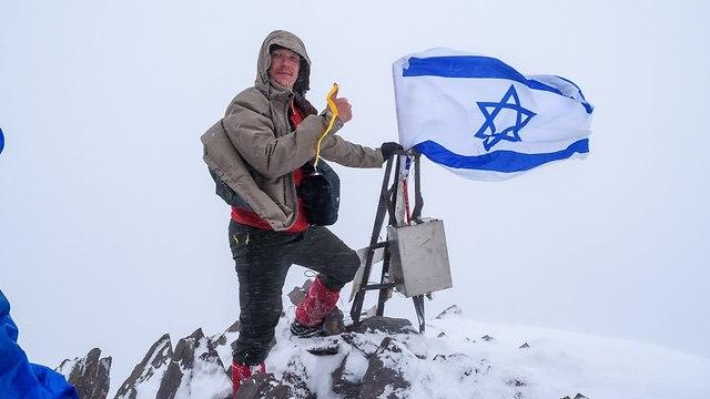 דגל ישראל על אחת הפסגות הגבוהות בקירגיזסטן ()