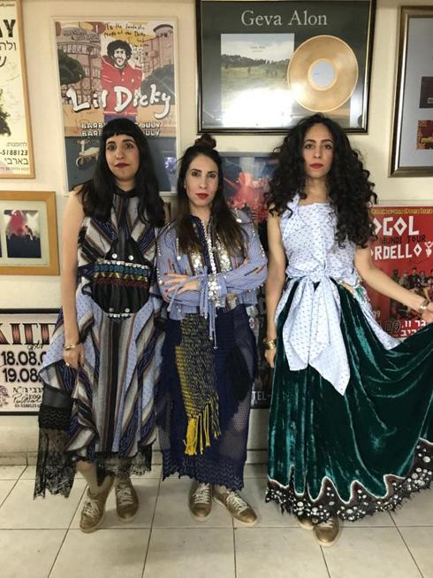 קשה לפספס. בנות להקת A-WA בשמלות של קובי גולן (צילום: דניאל אלסטר)