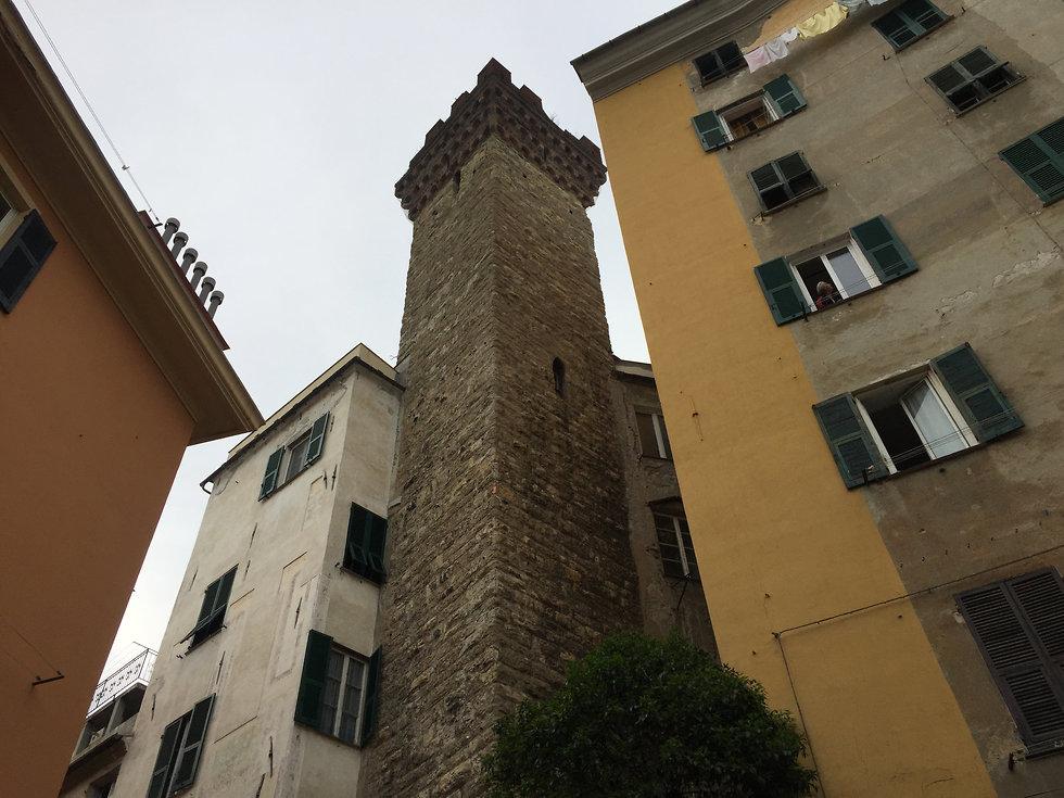 הבר במגדל ימי הביניים (צילום: עדי נטף)