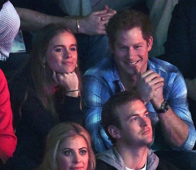 פיזר הבטחות באוויר. הנסיך הארי וקרסידה בונאס (צילום: Splashnews)
