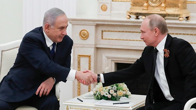PM Netanyahu (L) and Russian President Putin. Israel was pushing for an agreement with Russia to deploy only Syrian army soldiers near the border (Photo: AP)