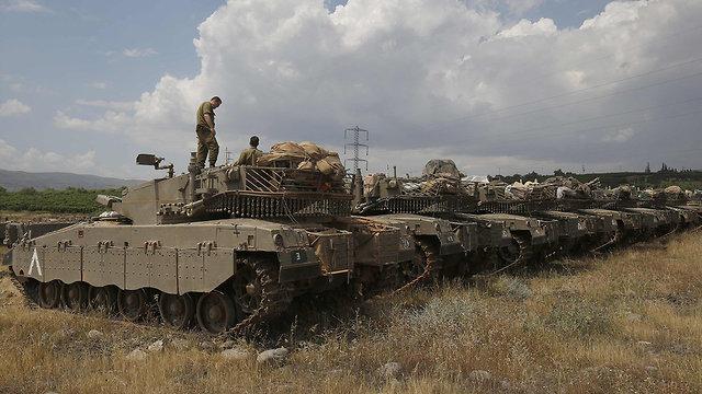 טנקים וחיילים ברמת הגולן (צילום: AFP)