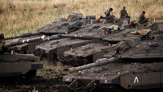IDF tanks in Golan Heights (Photo: Reuters)