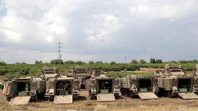טנקים וחיילים ברמת הגולן (צילום: EPA)