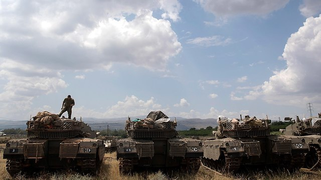 Israeli tanks on Golan Heights (Photo: EPA)