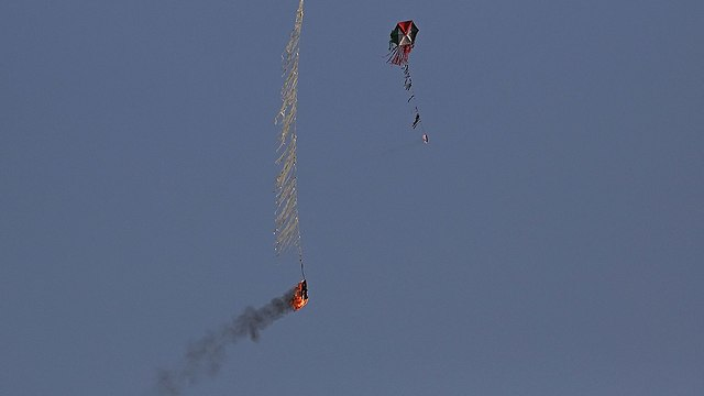 עפיפון תבערה (צילום: AP)