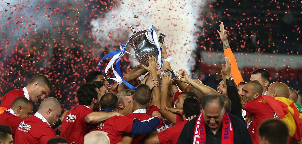 הנפת גביע המדינה לעונת 2017/18 (צילום: ראובן שוורץ)