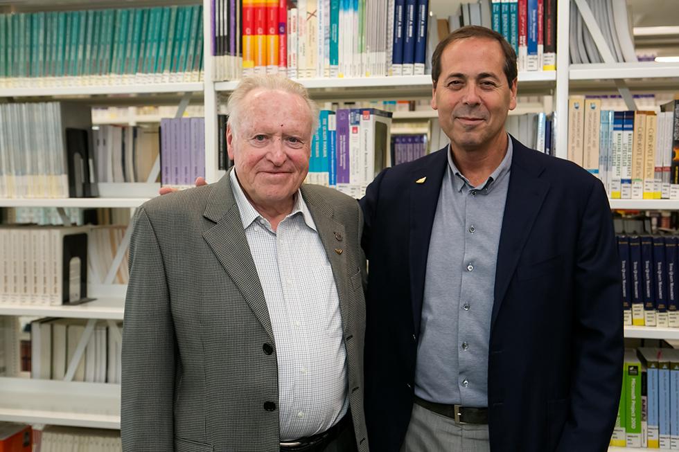 אמיר אלשטיין ופרופ' יצחק אפלויג (צילום: מכללת עזיראלי)