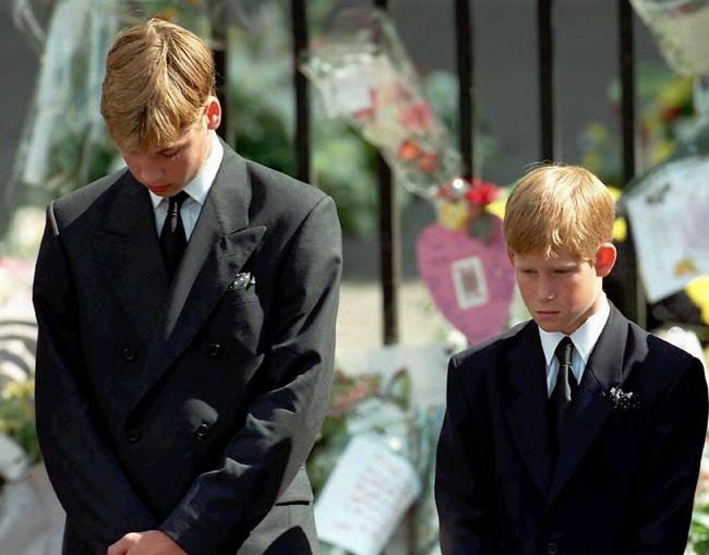 בהלוויה של הנסיכה דיאנה (צילום: AP)
