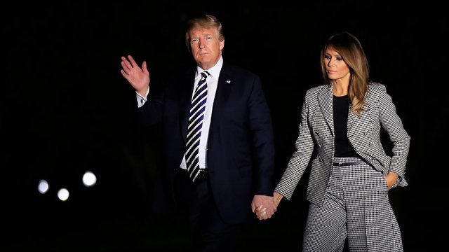 דונלד טראמפ מלניה טראמפ עם אמריקנים ששוחררו מ צפון קוריאה (צילום: AP)