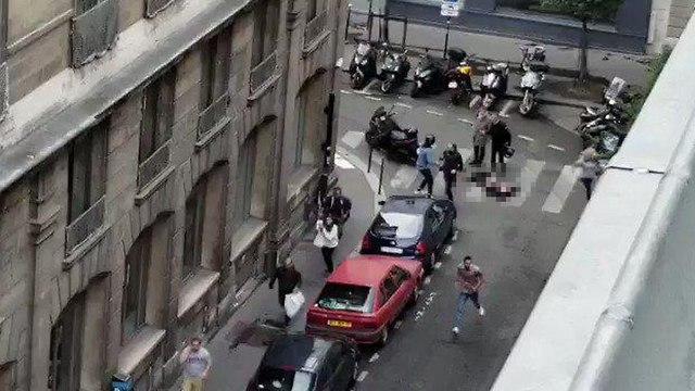 דקירות ב לב פריז צרפת גבר רצח אדם פצע שמונה ו חוסל ()