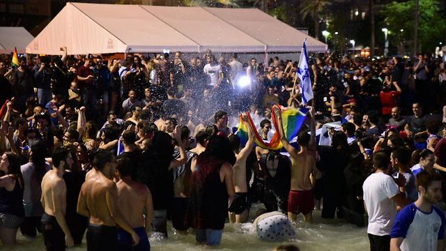 חוגגים את ניצחון ישראל באירוויזיון בכיכר רבין (צילום: רז גרוס)