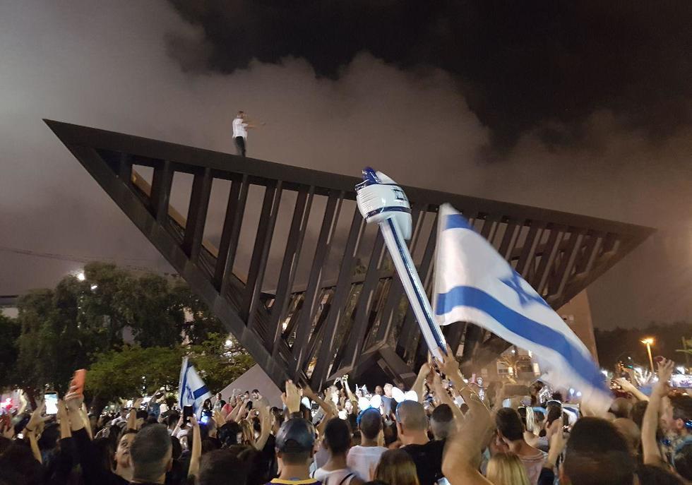 חגיגות בכיכר רבין לרגל ניצחון ישראל באירוויזיון (צילום: רז גרוס)