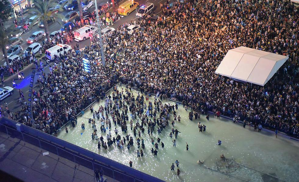 חגיגות בכיכר רבין (צילום: מוטי קמחי)