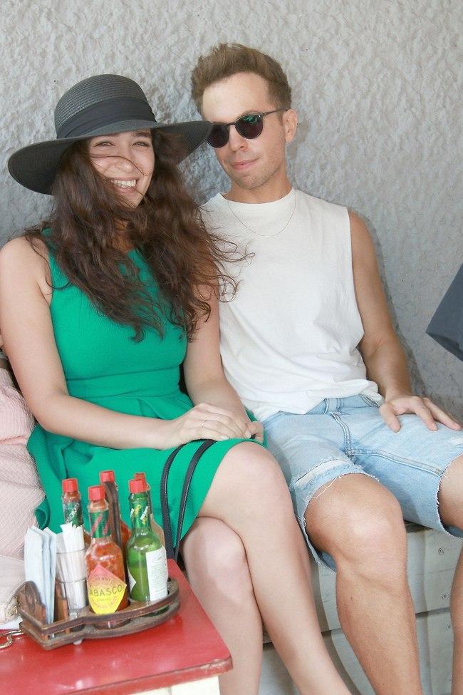 באו לחגוג לקולגה. רועי בר נתן ומשי קליינשטיין (צילום: ענת מוסברג)