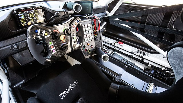 פורשה 911 GT3R ()