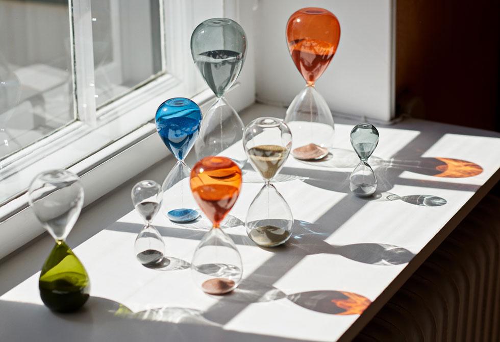 מנעד גדול של פריטים: שעוני חול דקורטיביים מזכוכית, למשל