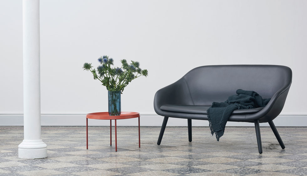 מתוך קולקציית הרהיטים של HAY, חברה צעירה שמציעה עיצוב דני בלבוש צבעוני, קליל ונגיש, והתפרסמה בשיתופי פעולה אטרקטיביים (עם איקאה, למשל)