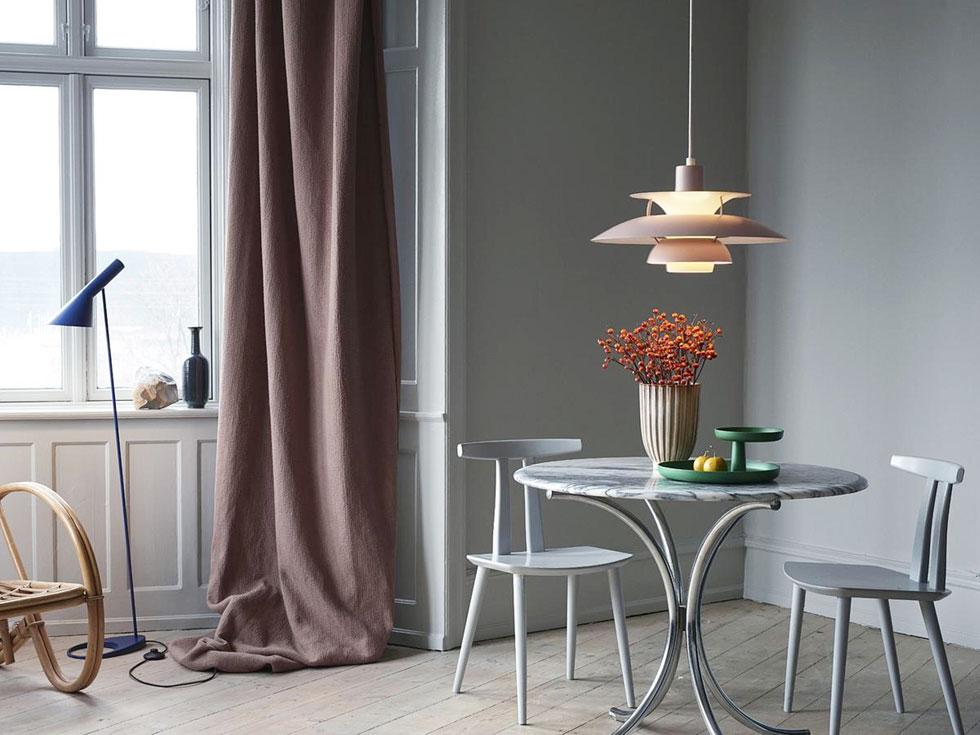ואם אתם חולמים על קלאסיקה דנית - מנורת 5PH האיקונית, שעיצב פול הנינגסן לפני 60 שנה למותג הוותיק לואי פולסן, הגיעה ל''קרני תכלת''. פריט לאספנים מושבעים, שמוכנים להשקיע בו 7,277 שקלים
