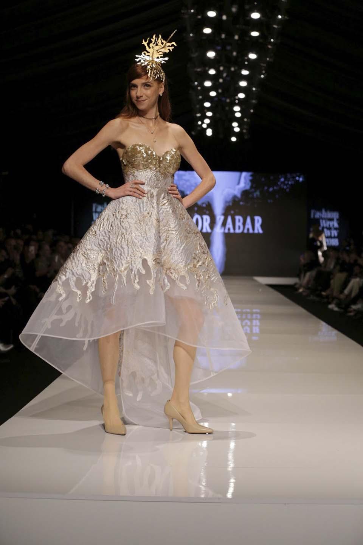 Платье Маора Цабара на Неделе моды, вдохновившее Нету на выбор. Фото Ави Вальдман