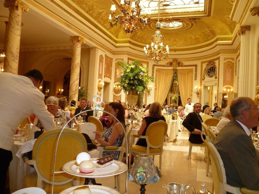 תה במלון ריץ (צילום: Jim Lacy/flickr)