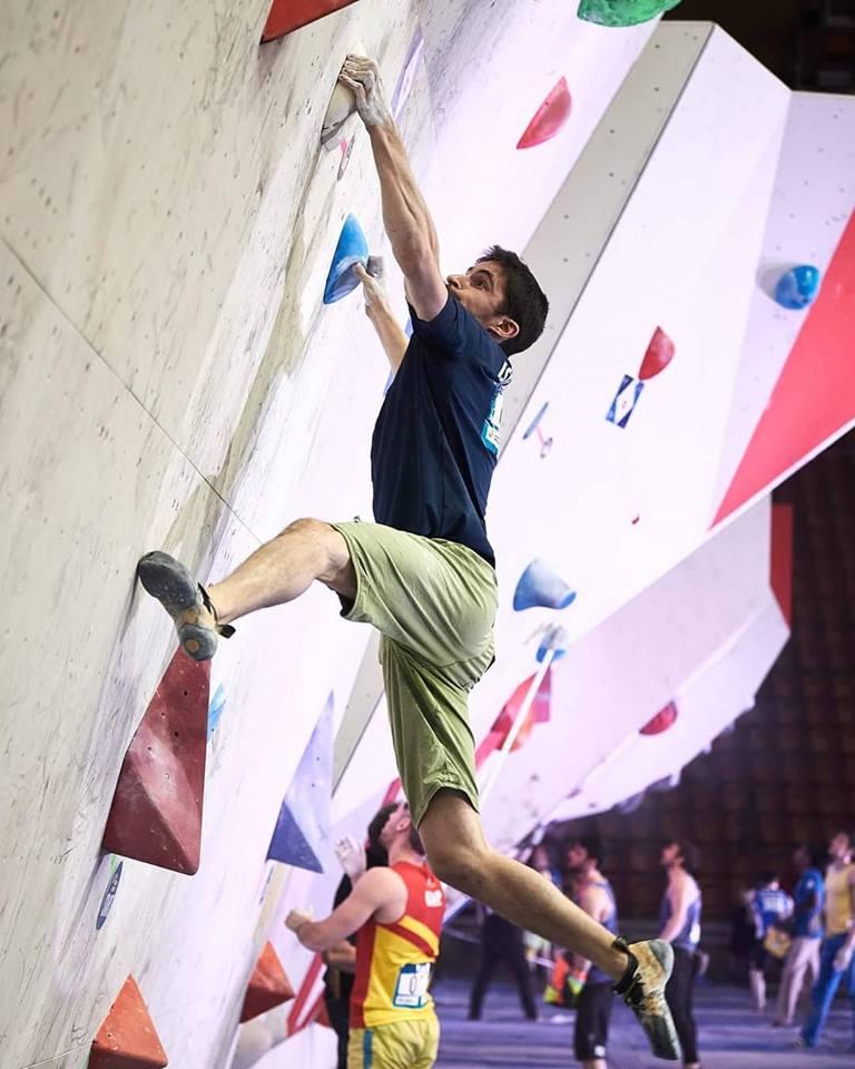 אלכס חזנוב בפעולה בתחרות בטאיאן (צילום: מועדון המטפסים הישראלי)