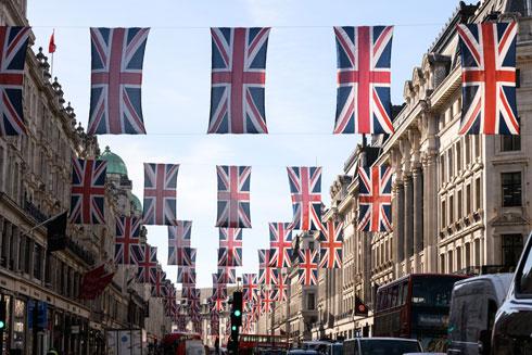 לונדון מתקשטת לקראת החתונה. האורחים התבקשו לא להביא מתנות (צילום: Leon Neal/GettyimagesIL)