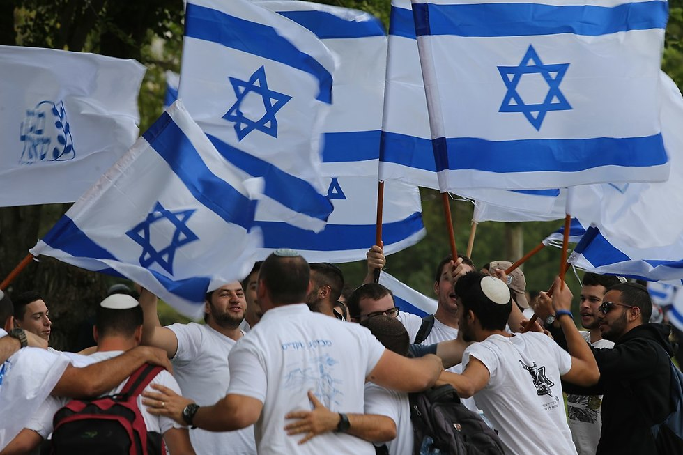 צעדת ריקוד דגלים  ירושלים (צילום: אלכס קולומויסקי)