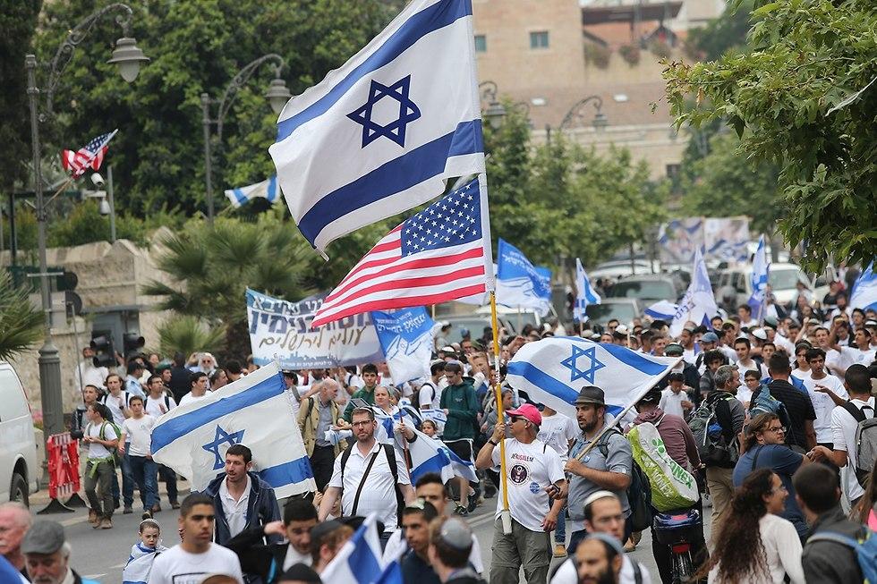 צעדת ריקוד דגלים גן העצמאות ירושלי (צילום: אלכס קולומויסקי)