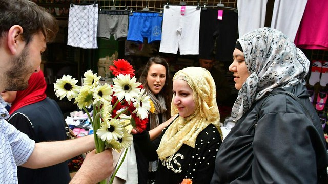 Tag Meir activists handing flowers to Muslims at Jerusalem's Old City (Photo: Tag Meir)