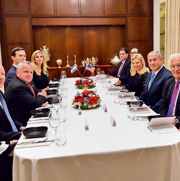 """בתיאבון: בני הזוג נתניהו והמשלחת האמריקאית, אתמול סביב השולחן במעון רה""""מ   צילום: חיים צח לע""""מ"""