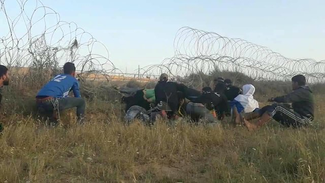 Palestinian protestors removing mound east of al-Bureij