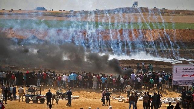 מפגינים ברצועת עזה (צילום: AFP)