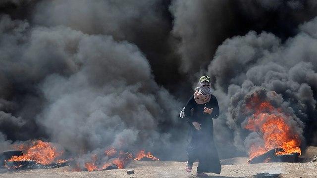 מפגינים ברצועת עזה (צילום: רויטרס)