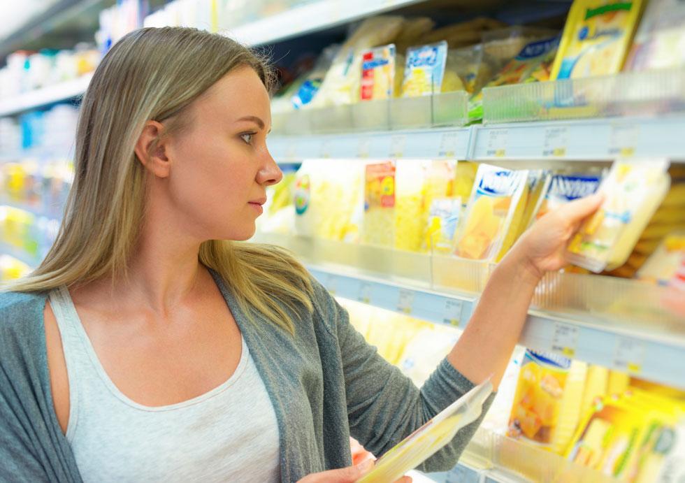 לקנות גבינה או לא לקנות גבינה? (צילום: Shutterstock)