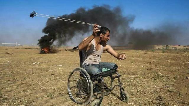 Палестинцы собщают, что среди убитых этот инвалид по имени Фади Абу-Салах