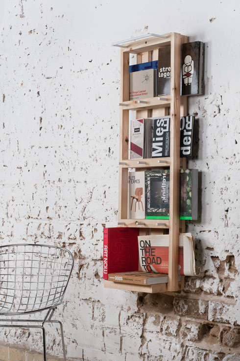 מערכת מדפים לקיר, ממשטחי העמסה. הרעיון נבט בתחרות עיצוב, שבאה לתת מענה לשכונות עוני בדרום אמריקה (צילום: מולט)